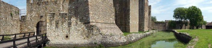 Abzugsgraben und Wand Stockbild