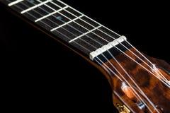 Acústico clásico de la guitarra hecho por Luciano Queiroz más luthier Imágenes de archivo libres de regalías