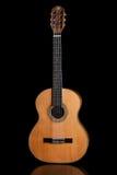 Acústico clásico de la guitarra hecho por Luciano Queiroz más luthier Fotografía de archivo libre de regalías