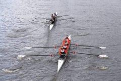 AC Нью-Йорка (верхний) Майами (нижний) участвует в гонке в голове Fours женщин регаты Чарльза Стоковая Фотография RF