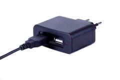 AC--DCUSB-adapter med microUSBkabel Arkivfoto