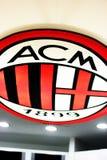 AC Milan logo på det San Siro museet arkivfoto