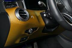 AC wentylaci pokład w Luksusowym nowożytnym Samochodowym wnętrzu Nowożytny samochodowy inAC wentylaci pokład w Luksusowym nowożyt Zdjęcia Stock