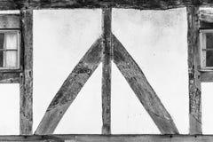 Acacia et barbouillage de structure de bois de maison de Tudor photographie stock libre de droits