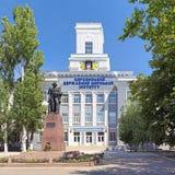 Académie et Fyodor Ushakov Monument maritimes d'état de Kherson Photographie stock libre de droits