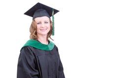 Acadêmico consideravelmente de meia idade na roupa da graduação imagens de stock