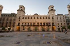 Acade de la ciudad de Alicante en el anochecer Imagen de archivo libre de regalías