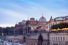 Academia de Dresden do terraço das belas artes e do Bruhl no pôr do sol Imagens de Stock