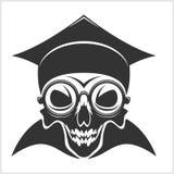 Academic del cráneo en casquillo de la graduación Imagen de archivo libre de regalías