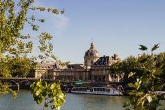 Academie francaise zoals die van de Rechteroever, Parijs, Frankrijk wordt bekeken stock foto