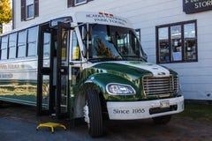 Acadia-Nationalpark-Bus bereist in Stangen-Hafen, USA, 2015 Lizenzfreie Stockfotos
