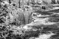 Acadia-Nationalpark, Maine Wellen gegen die Felsen Lizenzfreie Stockfotos