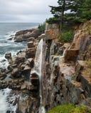 Acadia-Seeküste im Regen Stockfotos