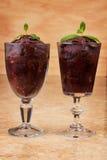 Acai-Masse im Glas mit frischer Minze Lizenzfreie Stockfotografie