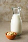 Acajoubaummilch in einer Flasche Stockfoto