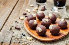 Acajoubaumschokoladenbälle der schwarzen Bohnen stockfoto