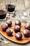 Acajoubaumschokoladenbälle der schwarzen Bohnen stockfotografie