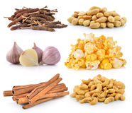 Acajounüsse, Erdnüsse, Knoblauch, Popcorn, Zimt Stockfotos