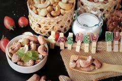 Acajounüsse sind mit Salz gebratenes köstliches Stockfotos