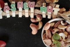 Acajounüsse sind mit Salz gebratenes köstliches Stockbild