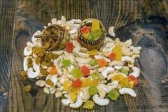 Acajounüsse und kandierte Früchte Stockfotografie