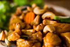 Acajounuss im Lebensmittelteller servierfertig zu Ihrem Mund Lizenzfreies Stockbild