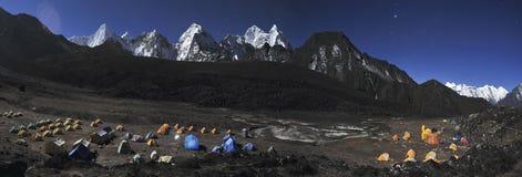 Acampamento baixo de Ama Dablam. Fotos de Stock Royalty Free