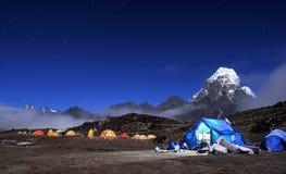 Acampamento baixo de Ama Dablam Foto de Stock Royalty Free