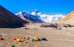 Acampamento base de cena-Everest do platô tibetano (montagem Qomolangma) imagem de stock