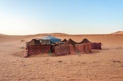 Acampamento beduíno no deserto de Sahara Fotos de Stock