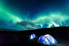 Acampamento com aurora boreal, Islândia Fotos de Stock Royalty Free