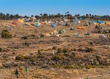 Acampamento da barraca na montagem Kilimanjaro, acampamento Shira Fotos de Stock Royalty Free