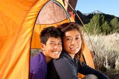 Acampamento da família Fotos de Stock Royalty Free