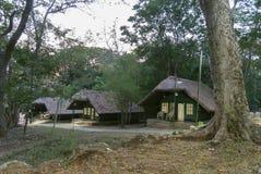 Acampamento da floresta dos alojamentos e do recurso da selva em Kabini, Karnataka, Índia imagens de stock royalty free