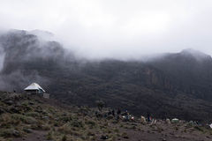 Acampamento da opinião de Kilimanjaro na névoa Fotos de Stock