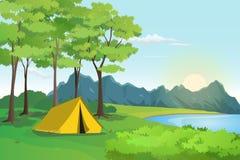Acampamento de verão com montanha e paisagem do lago, cenário da beira do lago Foto de Stock