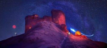 Acampamento do inverno para durante a noite sobre a montagem Chorna Fotografia de Stock
