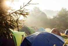 Acampamento do verão das barracas do turista Fotografia de Stock Royalty Free