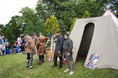 Acampamento e cavaleiros medievais Fotos de Stock Royalty Free