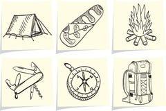 Acampamento e equipamento ao ar livre em varas do memorando ilustração stock
