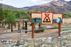 Acampamento e sinal de KOA Imagens de Stock