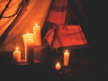 Acampamento iluminado pela laranja, Imagem de Stock Royalty Free