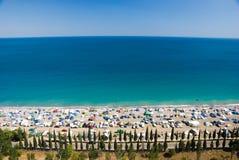 Acampamento na costa de mar. Imagem de Stock