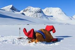 Acampamento na neve fotografia de stock