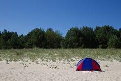 Acampamento na praia Fotos de Stock