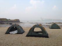 Acampamento na praia Fotografia de Stock