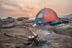 Acampamento na região selvagem Imagens de Stock Royalty Free