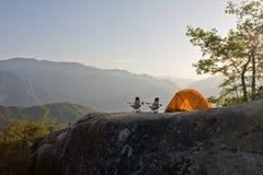 Acampamento nas montanhas Imagem de Stock Royalty Free
