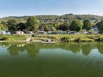 Acampamento no rio de Moselle, Alemanha foto de stock royalty free
