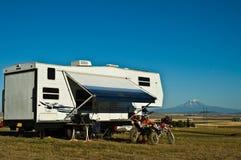 Acampamento recreacional de Vechicle Foto de Stock Royalty Free
